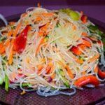 salat-s-funchozoj-i-ovoshami
