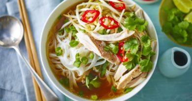 vyetnamskij-sup-fo-s-kuricej