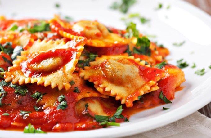ravioli-s-rikottoj-s-tomatnym-sousom