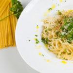spagetti-s-syrom-i-chesnokom