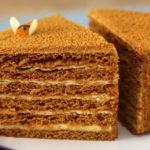 tort-medovik-v-multivarke