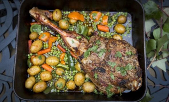 Баранья ножка с овощами