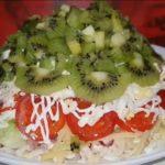 Изумрудный салат с хрустинкой: еще одна закуска для праздничного стола