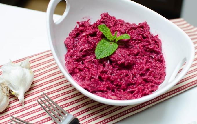 salat-iz-syroj-svekly