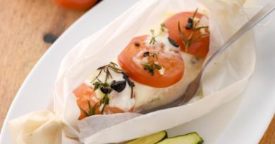 krasnaya-ryba-s-mocarelloj-i-pomidorami