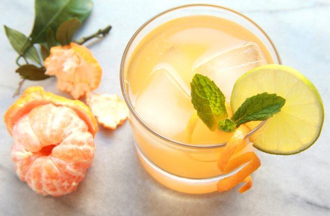 mandarinovyj-koktejl-s-konyakom