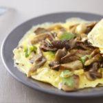 omlet-s-syrom-i-shampinionami