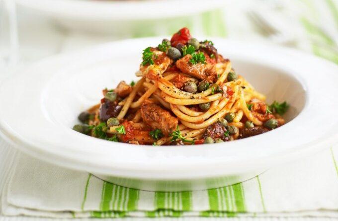 pasta-s-tuncom-i-kapersami