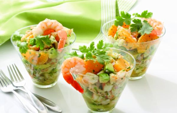 salat-s-krevetkami-mandarinami-i-avokado