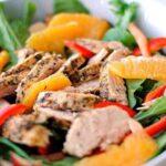 salat-s-kuricej-rukkoloj-i-apelsinom