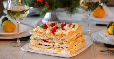 """Торт """"Наполеон"""" с малиновой прослойкой"""
