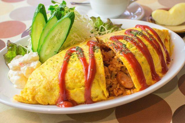 omuraisu-yaponskij-omlet-s-risom