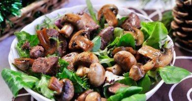 salat-iz-kurinoj-pecheni-i-gribov