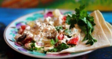 salat-s-kuricej-ananasami-i-shampinyonami