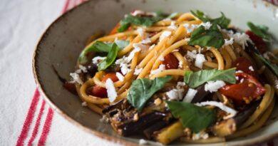 spagetti-s-baklazhanami-i-pomidorami