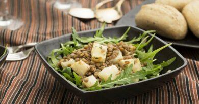 teplyj-salat-s-zelenoj-chechevicej-i-kartoshkoj