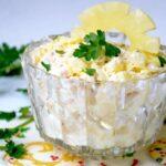 gavajskij-salat-s-kuricej-i-ananasami