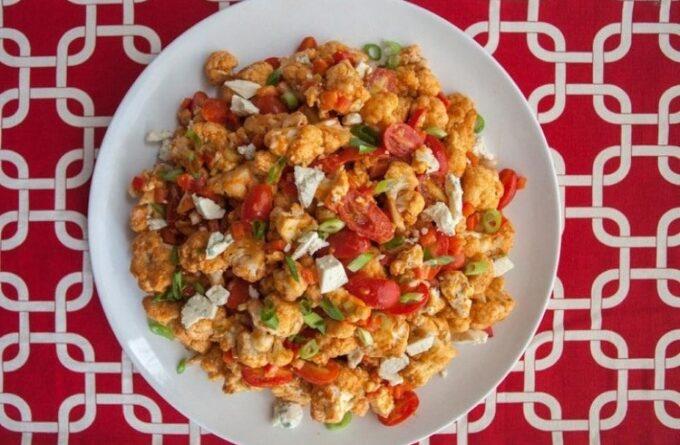 salat-s-cvetnoj-kapustoj-i-pomidorami