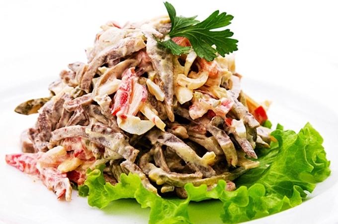 salat-s-yazykom-i-gribami