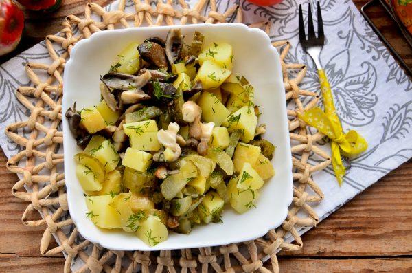 postnyj-salat-s-kartofelem-i-gribami