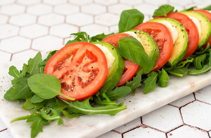 salat-kapreze-s-avokado