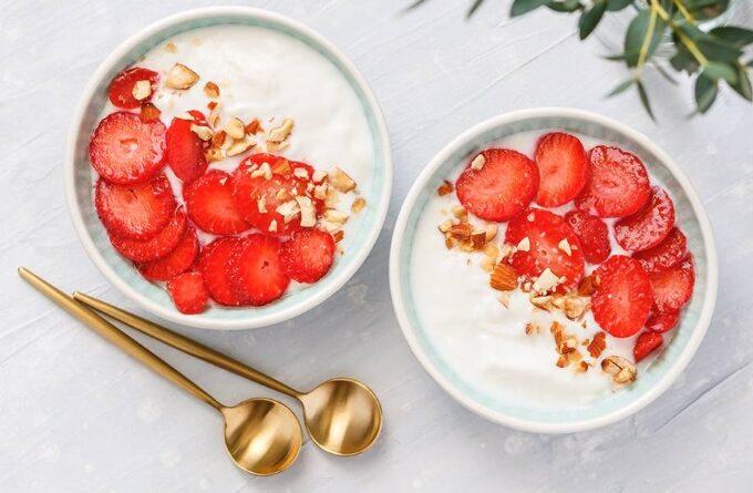 kokosovyj-jogurt-s-yagodami