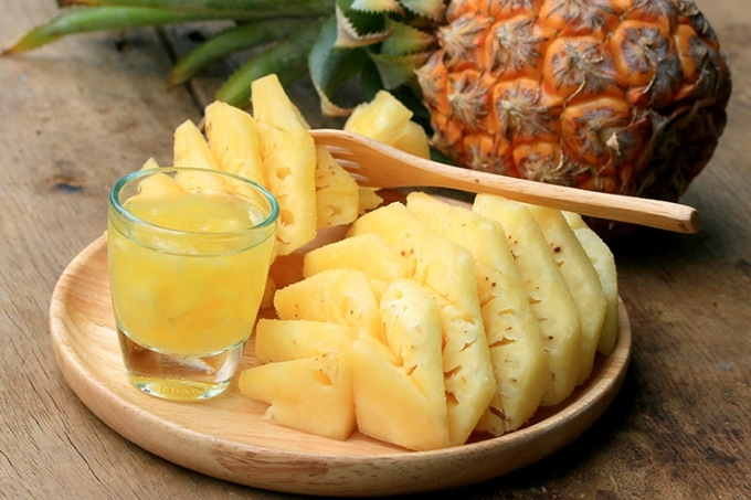 nastojka-iz-ananasa