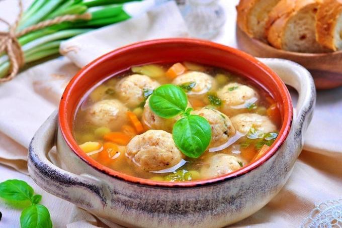 sup-s-syrnymi-frikadelkami