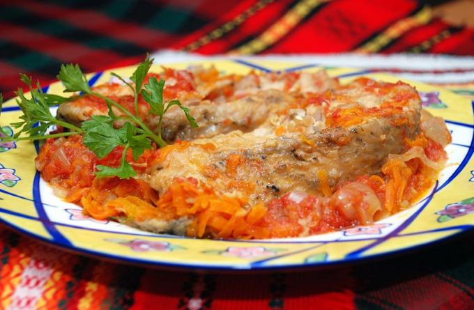 tolstolobik-s-tomatami-i-syrom-v-multivarke