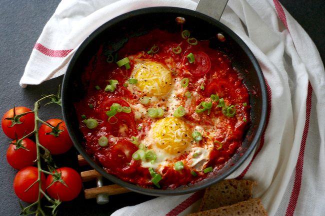 yaichnica-s-pomidorami-i-lukom