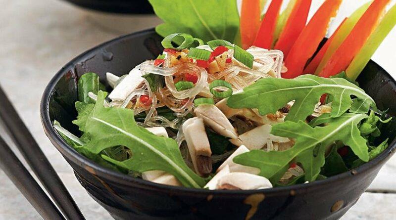 Салат из прозрачной вермишели с овощами