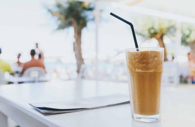 kofe-frappe-s-likerom