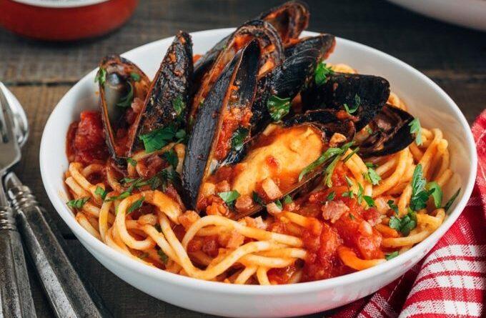 pasta-s-midiyami-v-tomatnom-souse