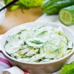 salat-iz-ogurcov-so-smetanoj