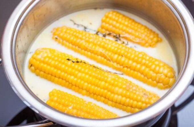 varenaya-kukuruza-s-molokom-i-maslom