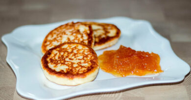 Лучший рецепт быстрых сырников из творога на завтрак для всей семьи