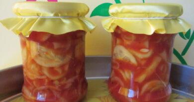 Salat-iz-ogurcov-i-pomidorov