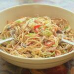 kurinyj-salat-so-spagetti