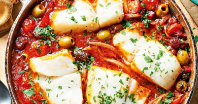 treska-s-pomidorami-olivkami-i-chesnokom