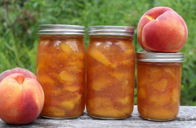 varenye-iz-persikov-dolkami