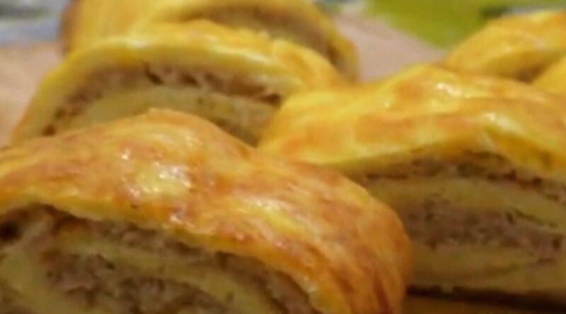 Вкусный мясной рулет из фарша с сыром В духовке