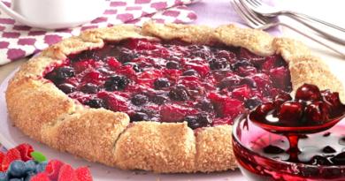 Хрустящий ягодный пирог за 10 минут (французская галета)