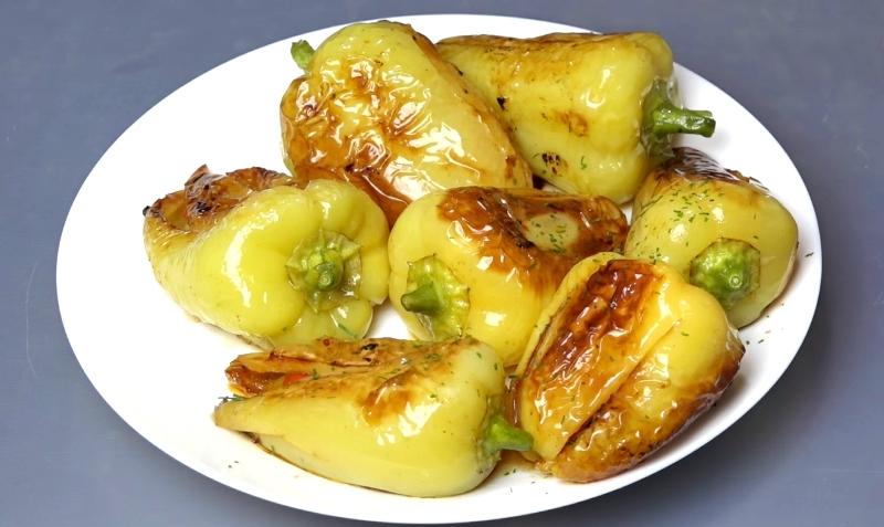 Жареный болгарский перец с чесноком и помидорами: на двоих готовлю 4 порции, иначе не хватает