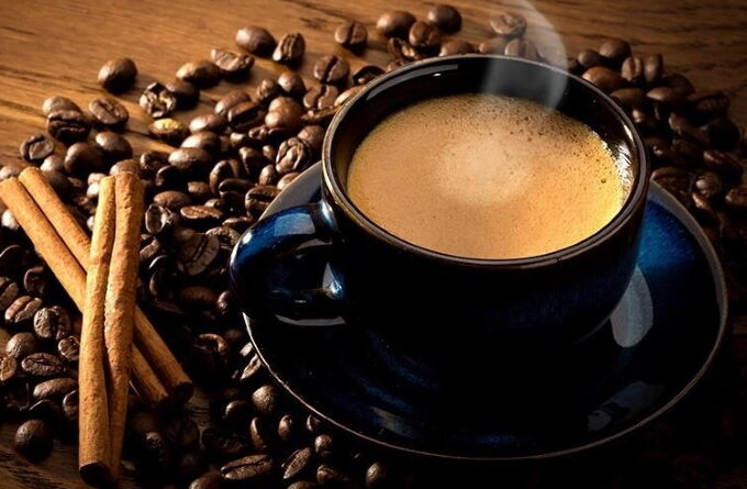 chernyj-kofe-s-konyakom-i-kakao