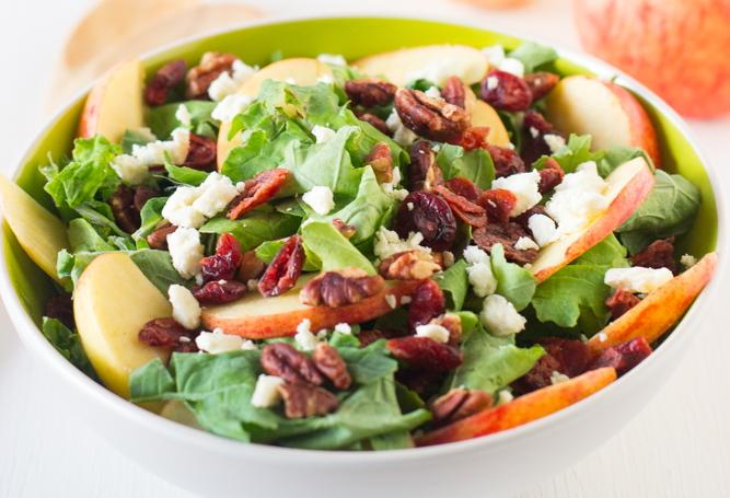 salat-s-grushej-yablokom-i-syrom-feta