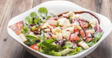 grecheskij-salat-s-vinogradom