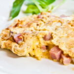 omlet-s-kolbasoj-i-syrom