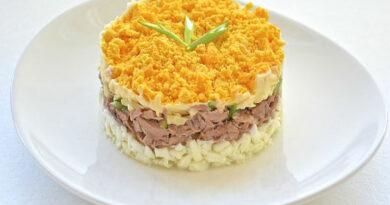sloenyj-salat-s-pechenyu-treski