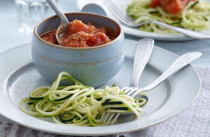 spagetti-iz-kabachkov-s-tomatnym-sousom