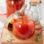 zagotovka-s-xrenom-chesnokom-i-pomidorami